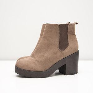 New Look Chelsea Platform Chunky Heel Boot